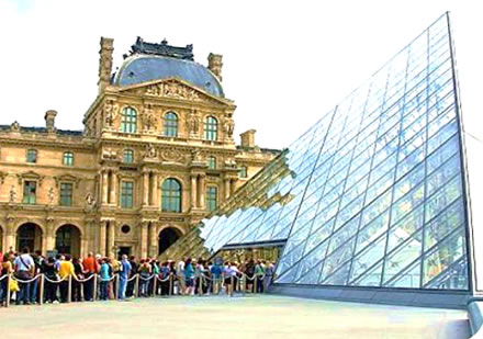 "Sam Baron and ""La Ligne Pyramide Pei"": promotional items inside the Louvre by Modulstudio ART"